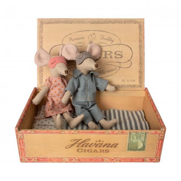 Maileg-Mama-und-Papa-Mäuse-in-Ziagarrenschachtel-16-9740-01-1