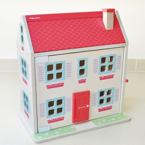 Schönes kleines Puppenhaus für die eigene Puppenfamilie